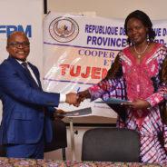 Signature du contrat de partenariat entre le FPM ASBL et la COOPEC TUJENGE PAMOJA
